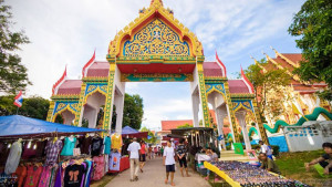 Рынок у храма Карон на Пхукете