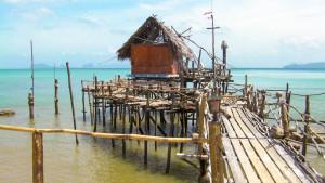 Деревня морских цыган на Ланте