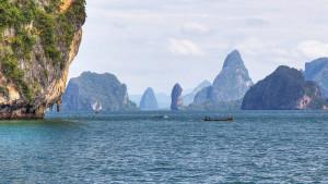 Залив Пханг Нга (Phang Nga Bay) между Пхукетом и Краби
